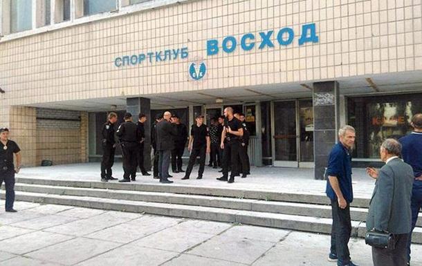 В Киеве возле спортклуба произошла массовая драка, есть раненые