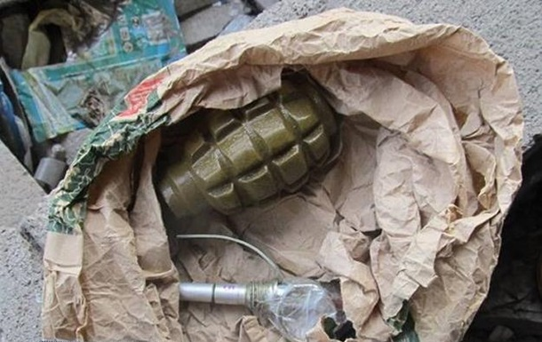 У Києві біля вокзалу на паркінгу знайшли гранату