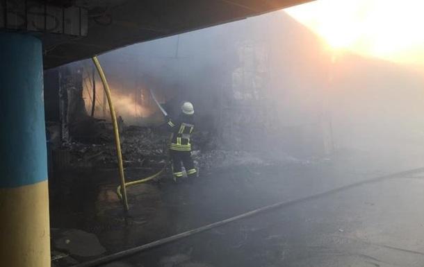 В Киеве масштабный пожар на рынке Колибрис