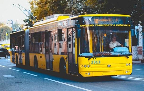 У Києві через прорив труби змінили маршрути тролейбусів