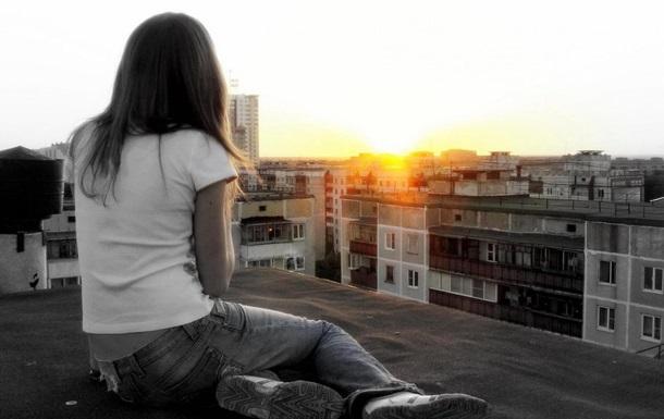На Полтавщині школярка впала з даху дев ятиповерхівки