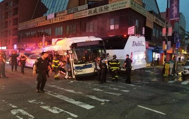 У Нью-Йорку зіткнулися автобуси, троє загиблих
