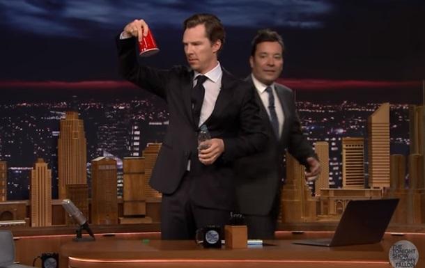 Камбербэтч показал трюк с водой в эфире шоу