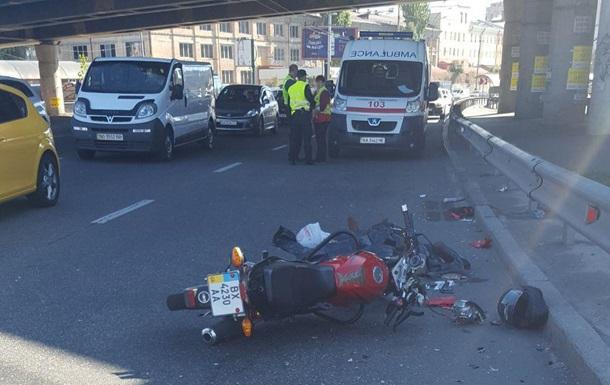 В Киеве мотоцикл насмерть сбил женщину