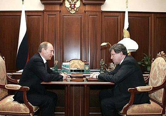 Яблоко играет с Путиным в поддавки