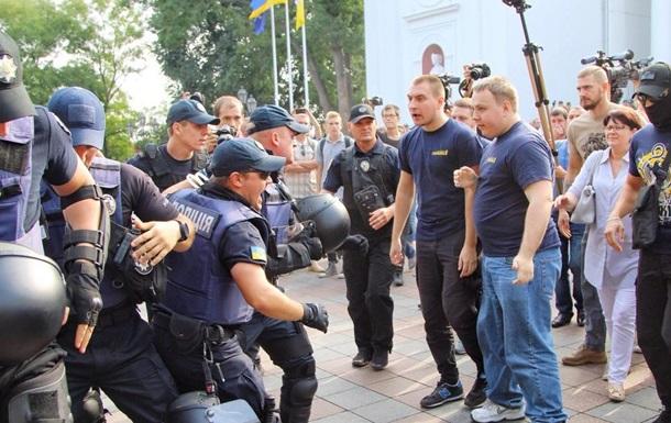 Пожежа в Одесі: біля міськради сталася бійка