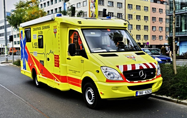 В Чехии пассажирский поезд столкнулся с грузовиком