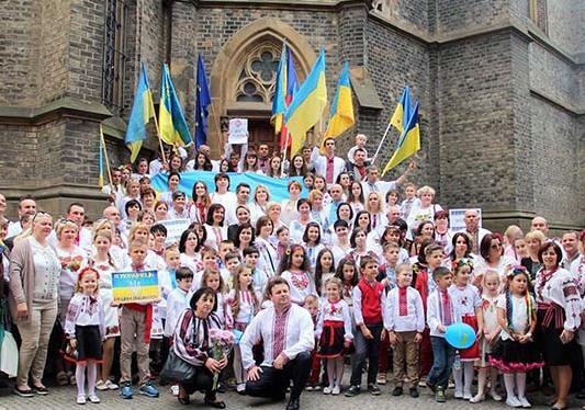 Де б українці не були, вони завжди єдині у своїй любові до Батьківщини!