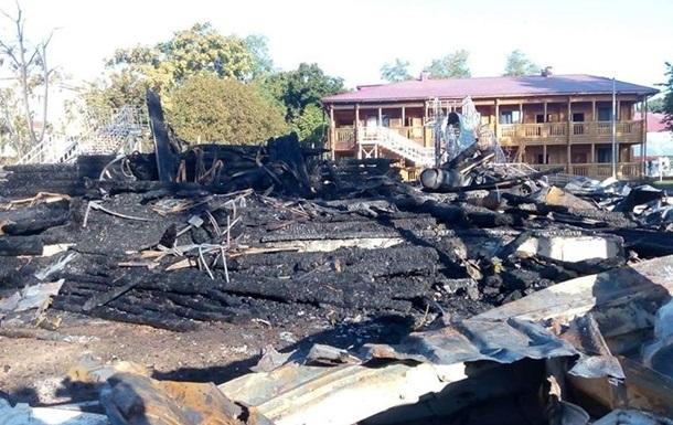 Пожежа в Одесі: будівельників табору обшукали