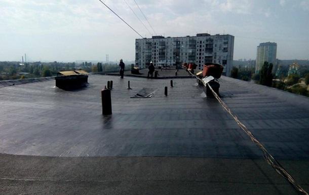 У Києві стався вибух на даху житлового будинку, є поранені