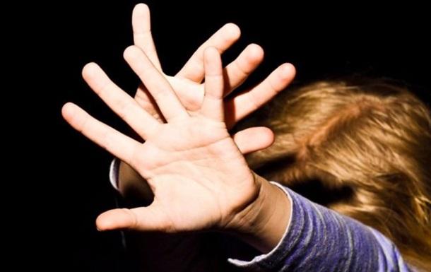 На Прикарпатье среди бела дня на улице изнасиловали 11-летнюю девочку