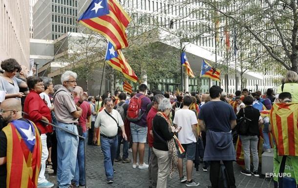 Мадрид направляє тисячі силовиків у Каталонію