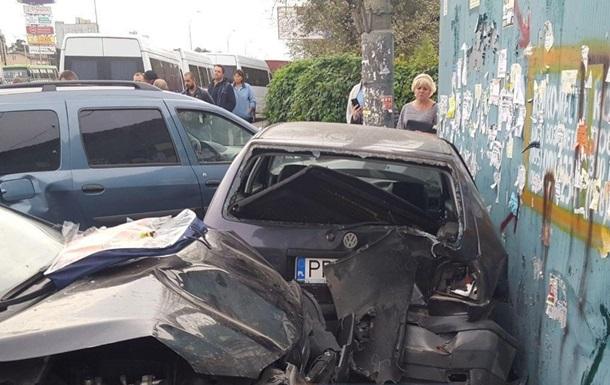 На въезде в Киев разбились шесть машин