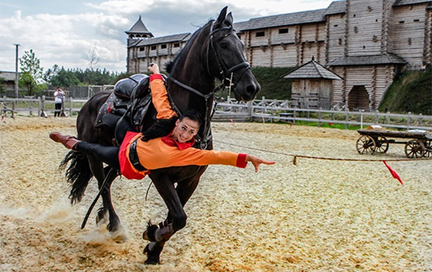 На выходных под Киевом будут соревноваться конные каскадеры
