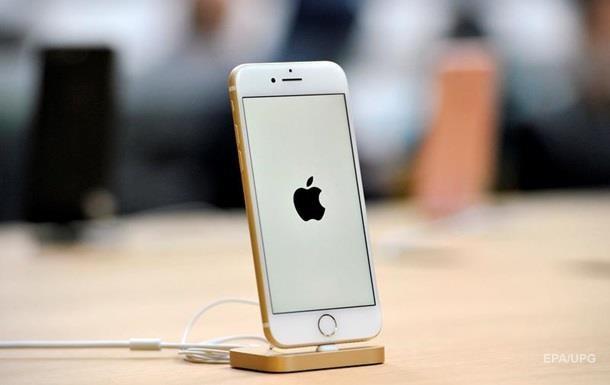 В аэропорту Киева у пассажира отобрали больше 20 айфонов