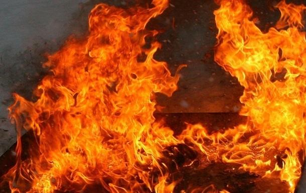 У Росії на автостоянці згоріли майже два десятка маршруток