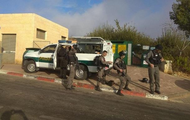 В Ізраїлі палестинець застрелив трьох поліцейських