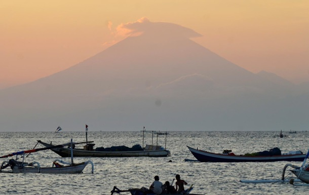 МИД советует украинцам быть осторожными при посещении Бали из-за вулкана