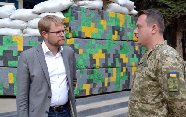 Посол Швеции побывал в зоне АТО