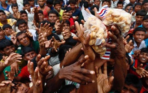 ООН: До Бангладеш втекли вже майже півмільйона рохінджа