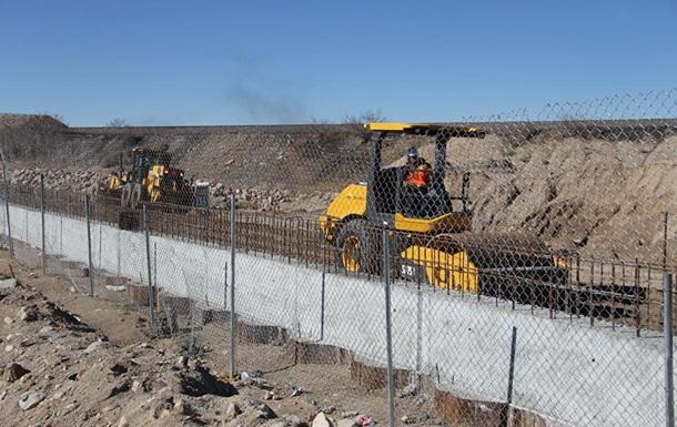 В США возводят прототипы Великой мексиканской стены