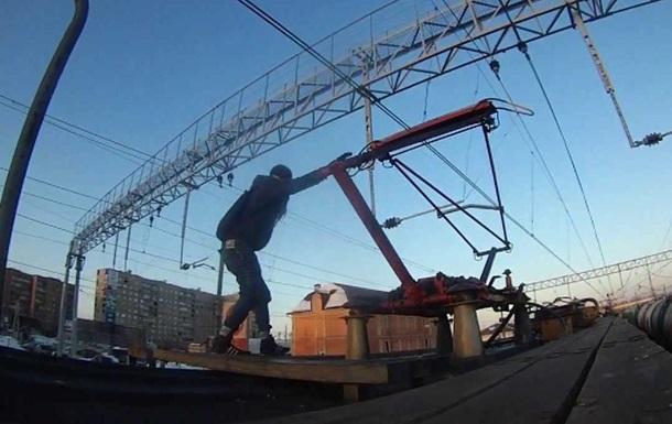 У Житомирі підлітка вдарило струмом під час селфі на даху електрички