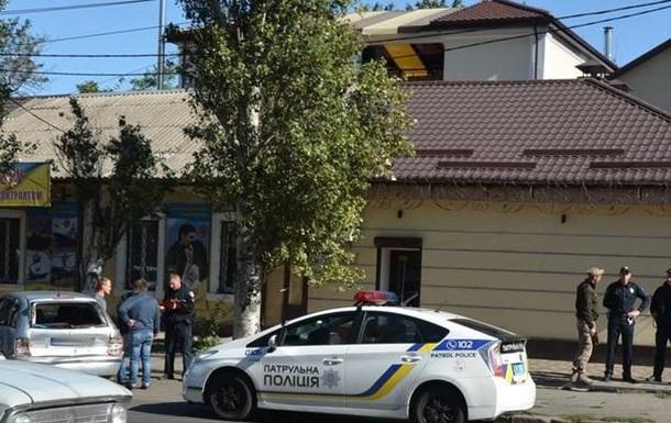 У Миколаєві БТР влетів в авто і поїхав з місця ДТП