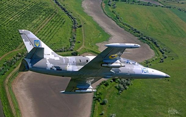 Под Хмельницким упал военный самолет: есть жертвы