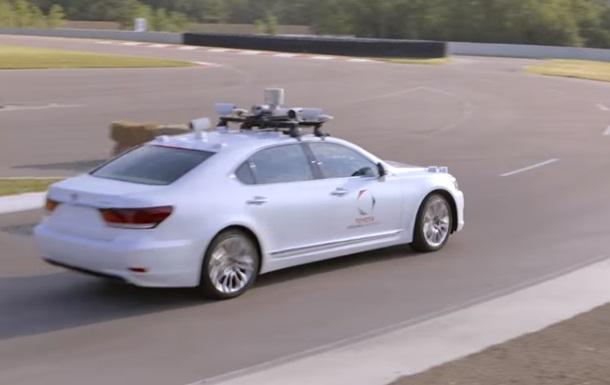 Toyota создала беспилотное авто с двумя рулями