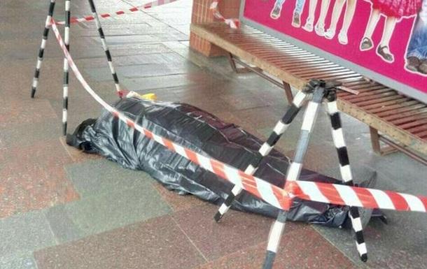 У Києві на станції метро Дарниця помер чоловік