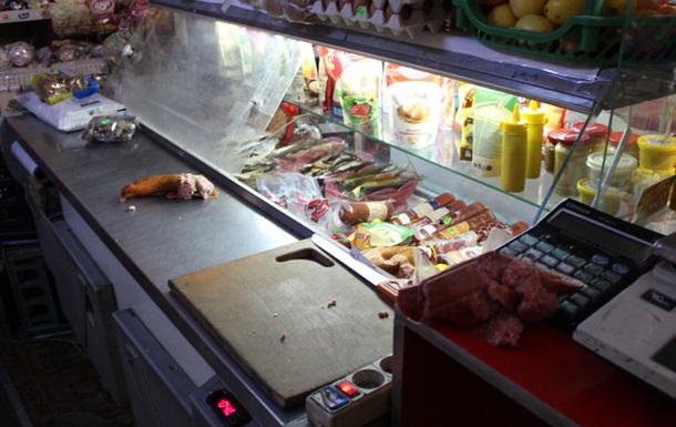 На Буковині єноти влаштували  бенкет  у магазині