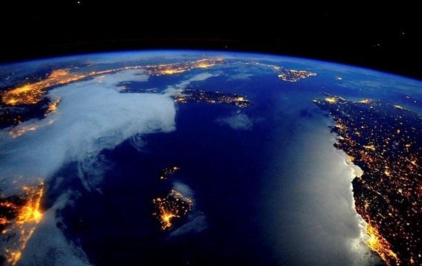 Астронавти NASA спробували переконати репера, що Земля - кругла