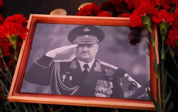 На могилі російського генерала прапори сепаратистів - журналіст