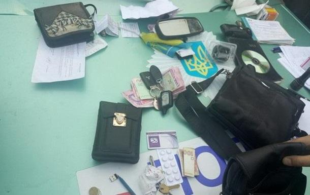 У зоні АТО чотирьох поліцейських спіймали на вимаганні