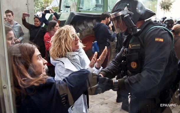 МВД Испании заявило о 431 раненом полицейском в Каталонии