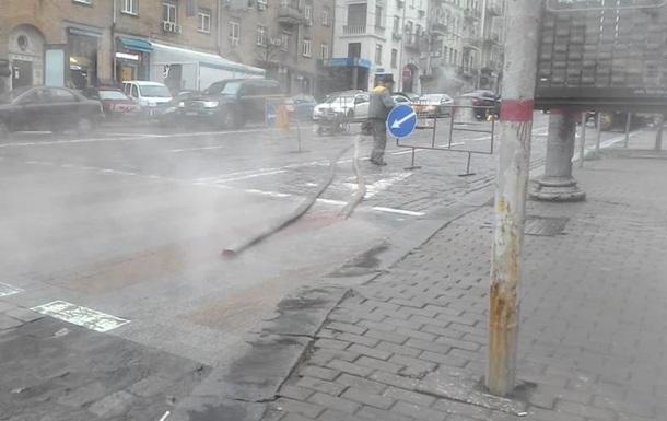 Центр Киева встал в пробке из-за прорыва трубы с горячей водой