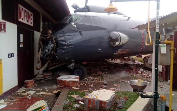 У Перу військовий літак врізався в базу поліції