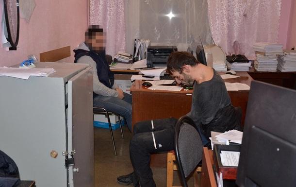 В Луганской области грузин напал на полицейского с ножом