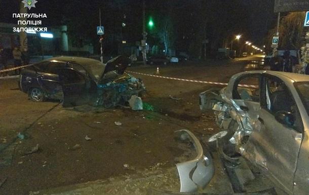 В Запорожье пьяный угонщик протаранил припаркованные автомобили
