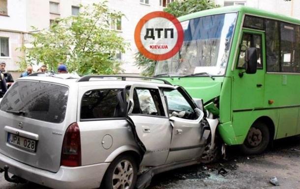 Под Киевом в ДТП во дворе жилого дома погибли три человека