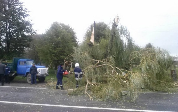 Негода знеструмила 200 населених пунктів