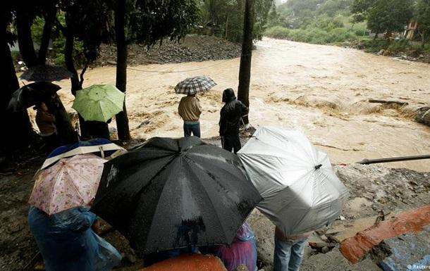 Новий тропічний шторм  Нейт  уже забрав понад двадцять життів