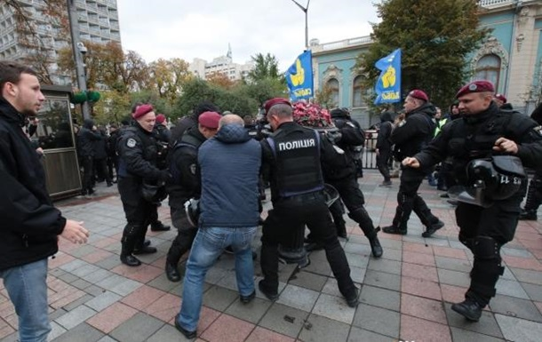 Біля Ради Нацкорпус побився з поліцією