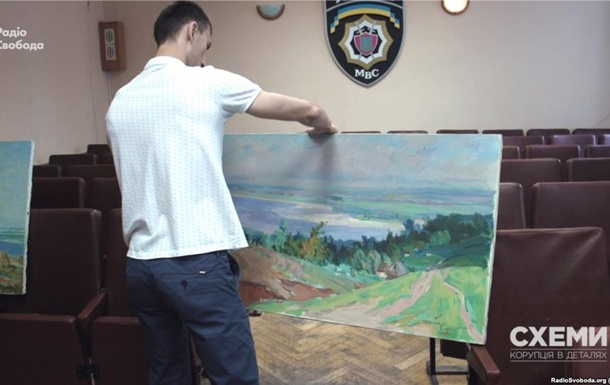 Полиция возобновила расследования кражи из Кабмина двух картин