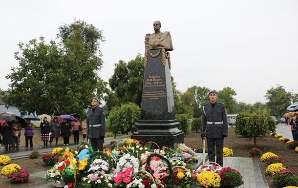 У Болграді на місці Леніна поставили пам ятник російському генералу