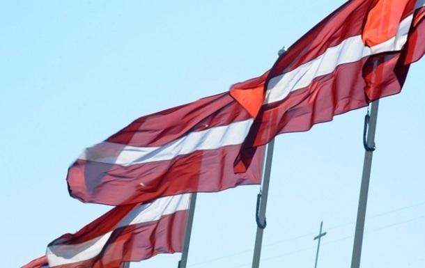 Латвия получила 65 бронемашин из Великобритании