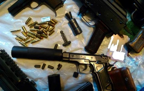 Силовики задержали пятерых торговцев оружием