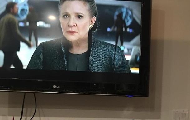 Умершую актрису  Звездных войн  увидел на экране ее пес