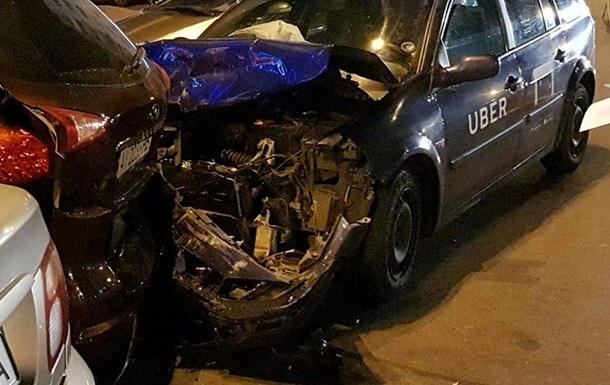 У Києві водій Uber влаштував ДТП і зник