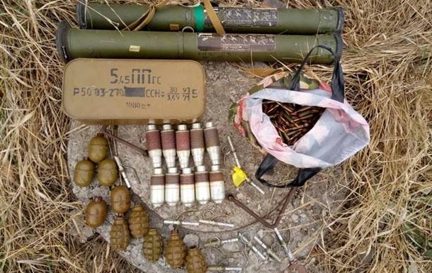 В зоне АТО нашли два тайника с боеприпасами